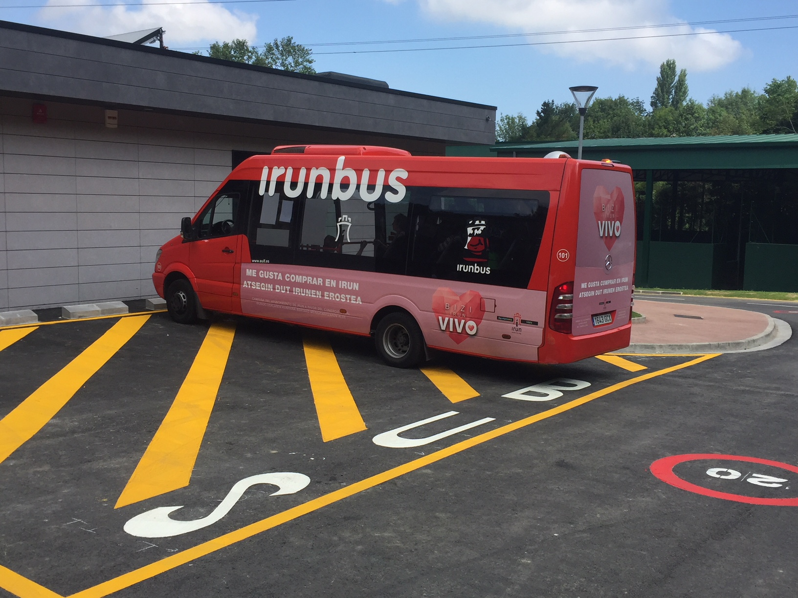 Autobus a las piscinas municipales de Irun